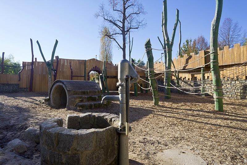 Brunnen und Tunnel auf dem Spielplatz auf im Mohrenäcker