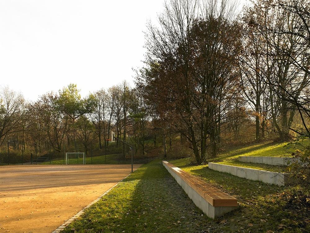 Fußballplatz im Tapachtal - Auf der rechten Seite sind Bänke